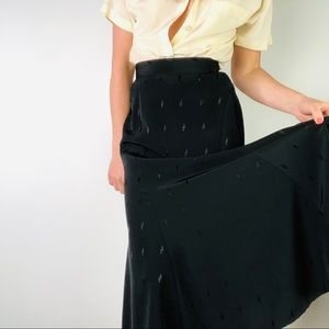 VINTAGE | Black Fluted Midi Skirt High Waisted s